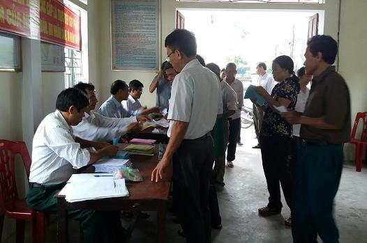 Tính đến 10h ngày 22/5, tại tổ bầu cử số 7 có 559 cử tri thuộc xóm 12 và 13 (xã Thanh Dương, huyện Thanh Chương) đã có gần 100% cử tri đi bỏ phiếu. Ảnh: GIA HÂN
