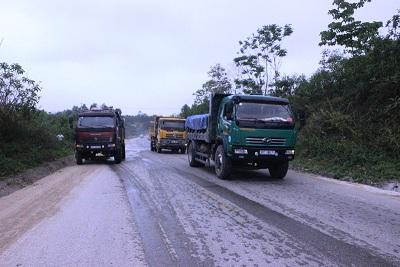 Trong khi đó, phần lớn các phương tiện chấp hành tốt luật lệ ATGT khi tham gia giao thông trên tuyến đường Hồ Chí Minh.