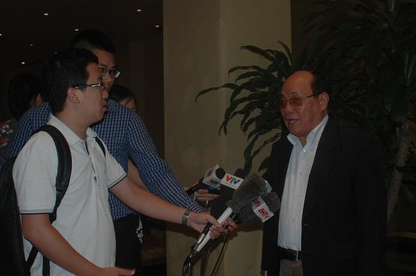Ông Nguyễn Hạc Thúy, Phó Chủ tịch Thường trực kiêm Tổng Thư ký Hiệp hội Phân bón Việt Nam trả lời phỏng vấn. Ảnh: NGÔ GIA