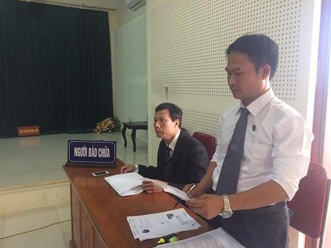 Luật sư Đào Việt Hà (người đứng). Ảnh: PHÁP CHÍNH