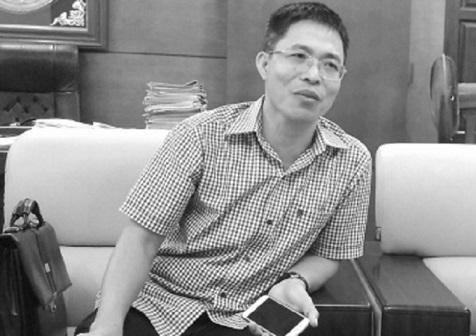 Ông Nguyễn Ngọc Sẫm, Chủ tịch UBND huyện Tứ Kỳ trao đổi sự việc với Phóng viên.