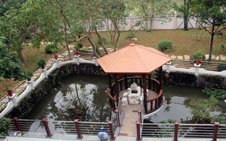 Một góc khuôn viên dinh thự của gia đình ông Trương Qúy Dương. Nguồn: TIỀN PHONG